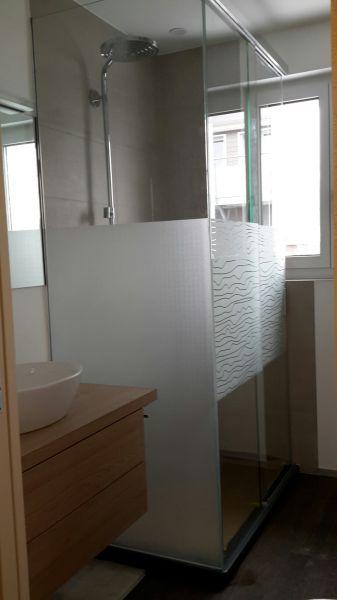 glasfinder innenanwendungen bad dusche keller glas. Black Bedroom Furniture Sets. Home Design Ideas